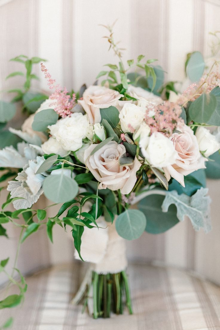 blush and greenery wedding bouquet