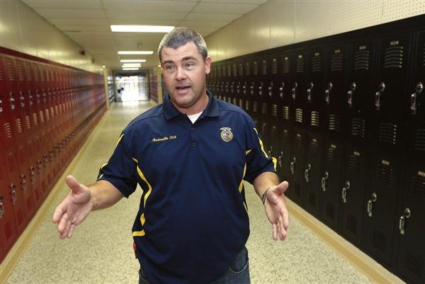 Guns in school: Ark. district arming more than 20 teachers, staff (Photo: Danny Johnston / AP)