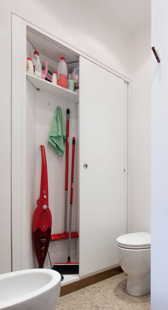 4. Armadio filomuro. In bagno, sull\'unica parete libera, 15 cm di ...