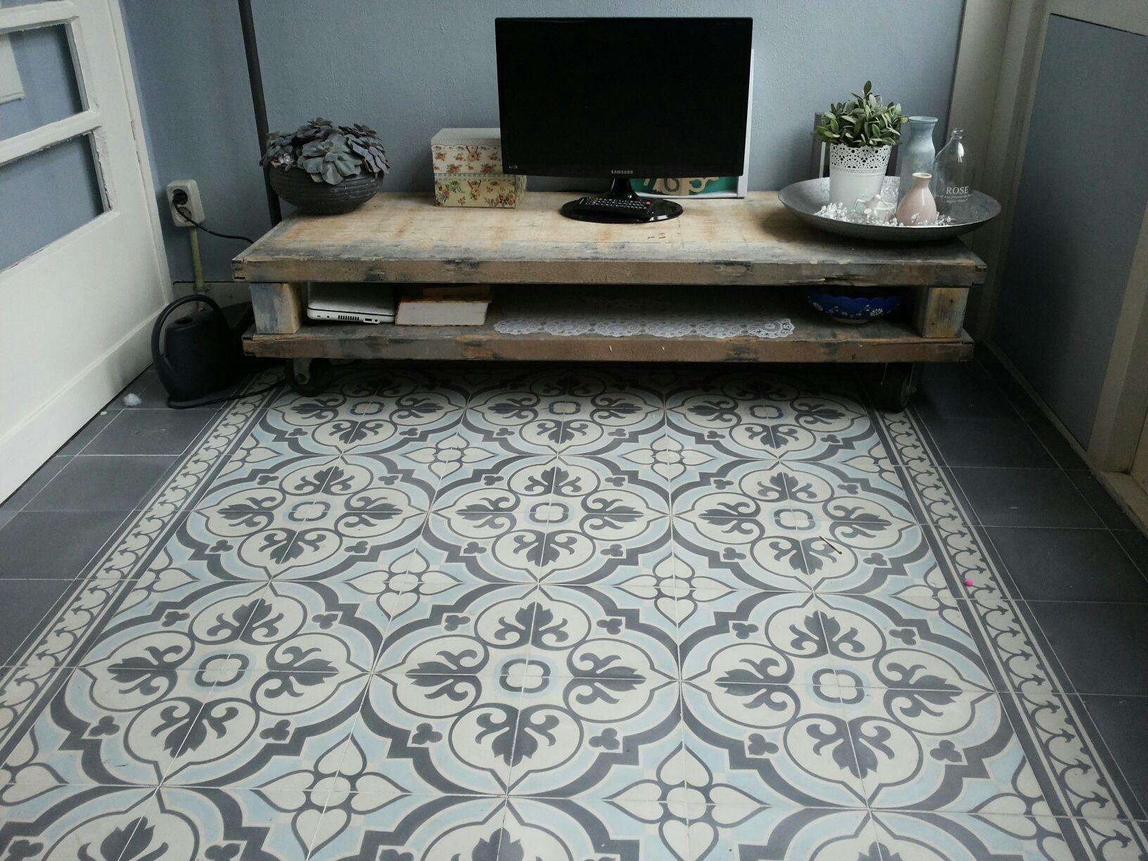 Vloerbedekking Met Motief : Portugese tegels flowerz 4 blue version product in beeld