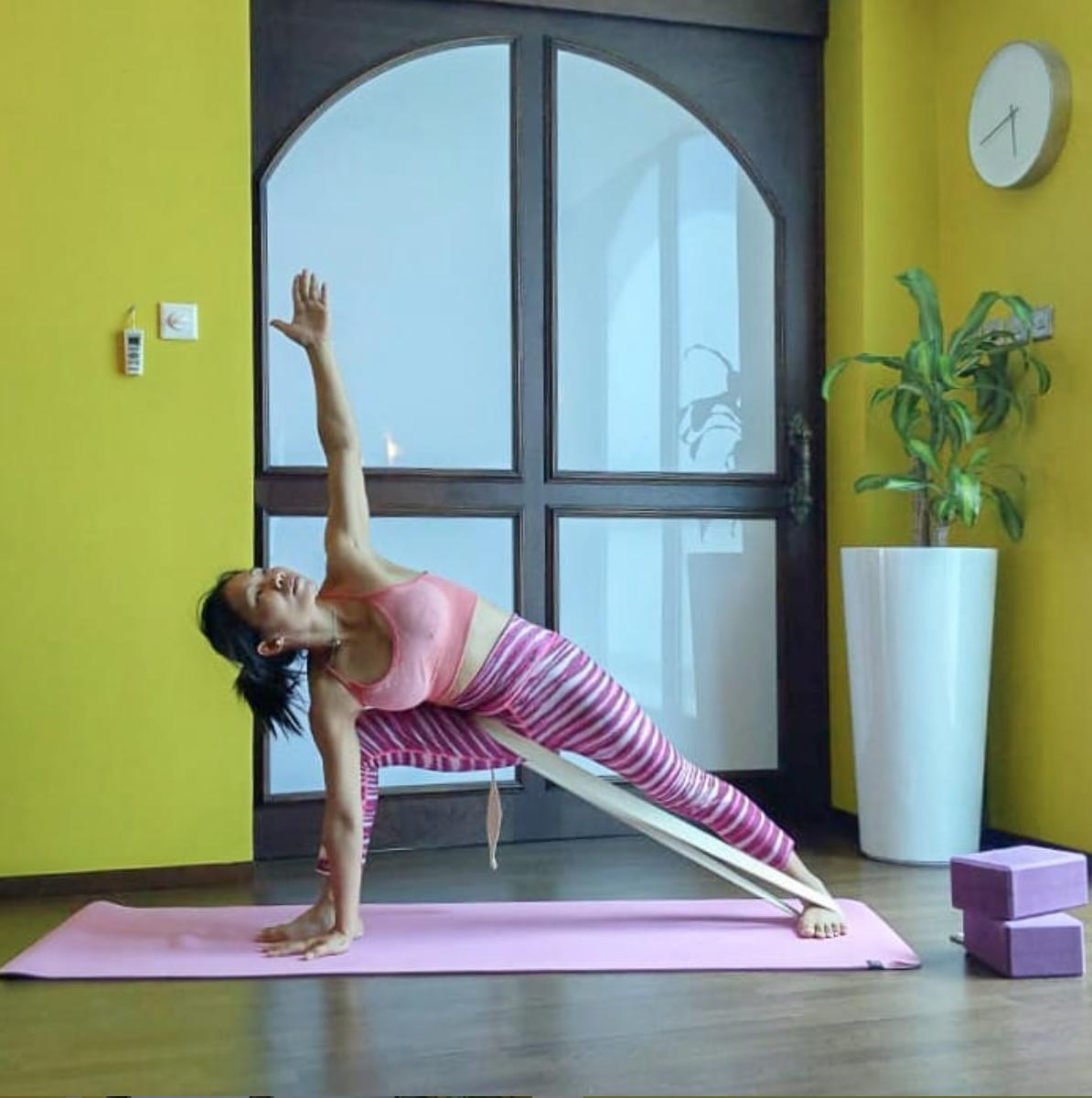 اسم الوضعية التالية هي Yoga Sanctuary Yoga Sanctuary
