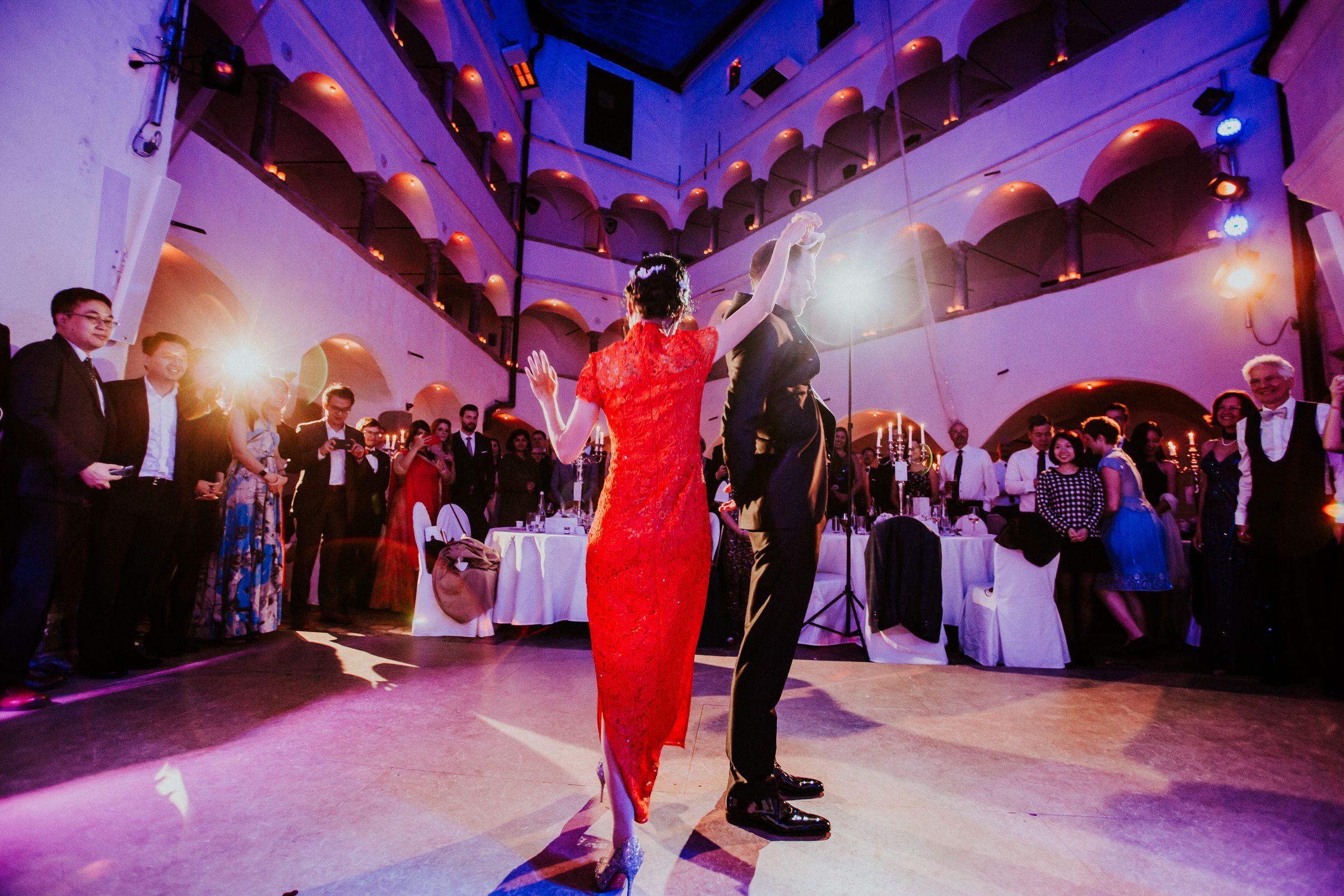 Deutsch Chinesische Hochzeit Im Schloss Amerang Bayern Hochzeit Hochzeitsfotograf Hochzeitstanz