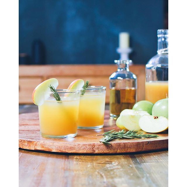Rosemary, Mezcal And Apple Cider Cocktails via @feedfeed on https://thefeedfeed.com/apples/kaleandcaramel/rosemary-mezcal-and-apple-cider-cocktails