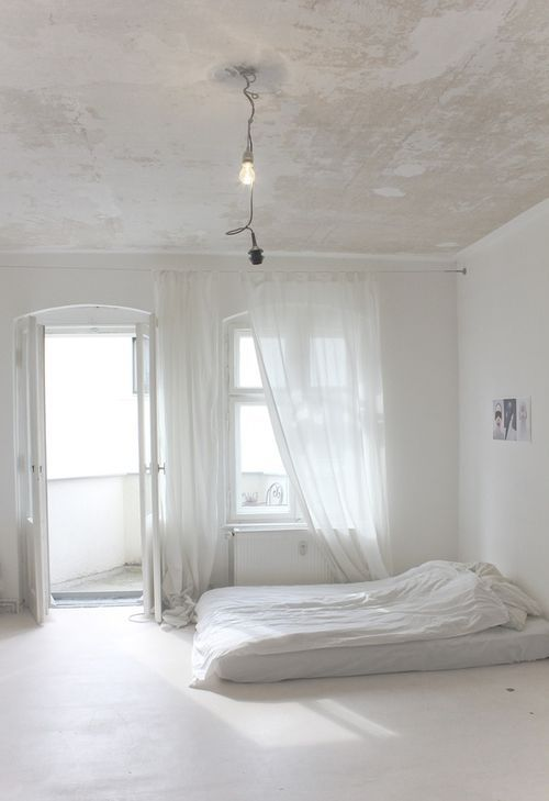 Heres How To Make A Mattress On The Floor Look Good Gorgeous White