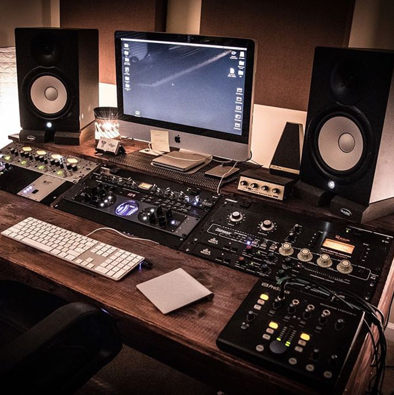 Pin von Mean Gene auf COOL RECORDING STUDIO SETUPS | Pinterest ...