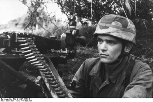 German soldier WW 2; source: Bundesarchiv