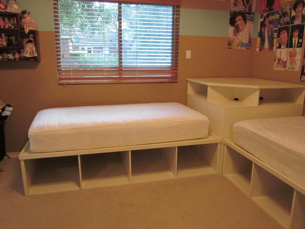 Tween teen 2 twin beds pottery barn corner unit kids for Corner table for bedroom
