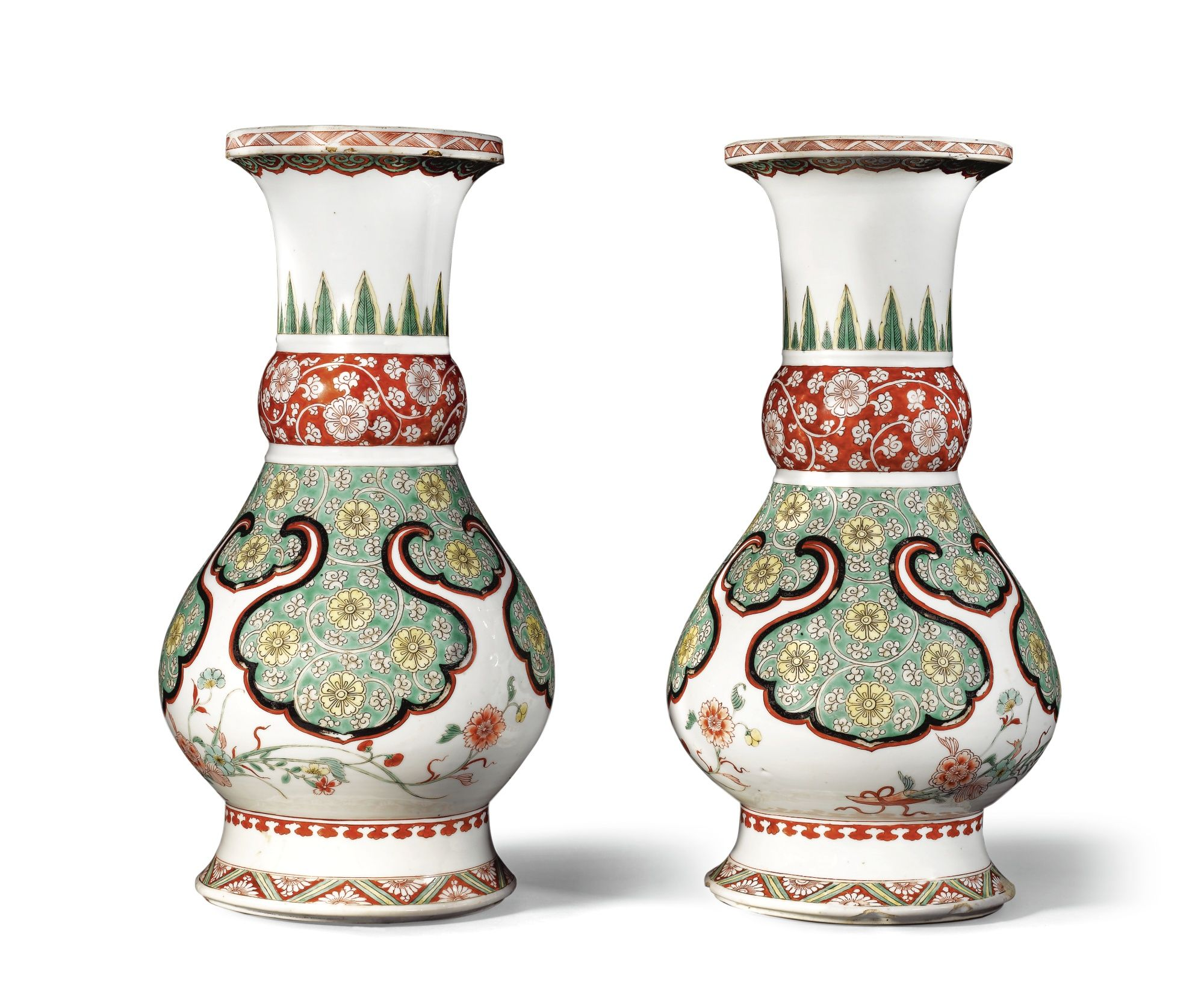 A pair of famille-verte vases, Qing dynasty, Kangxi period