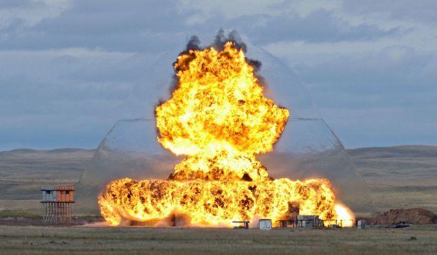 Una Foto Inusualmente Nítida De La Onda Expansiva En Una Explosión Fotos Militares Onda De Choque Imágenes Militares