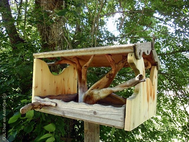 mangeoire ouverte pour les oiseaux oiseaux au jardin pinterest mangeoire les oiseaux et. Black Bedroom Furniture Sets. Home Design Ideas