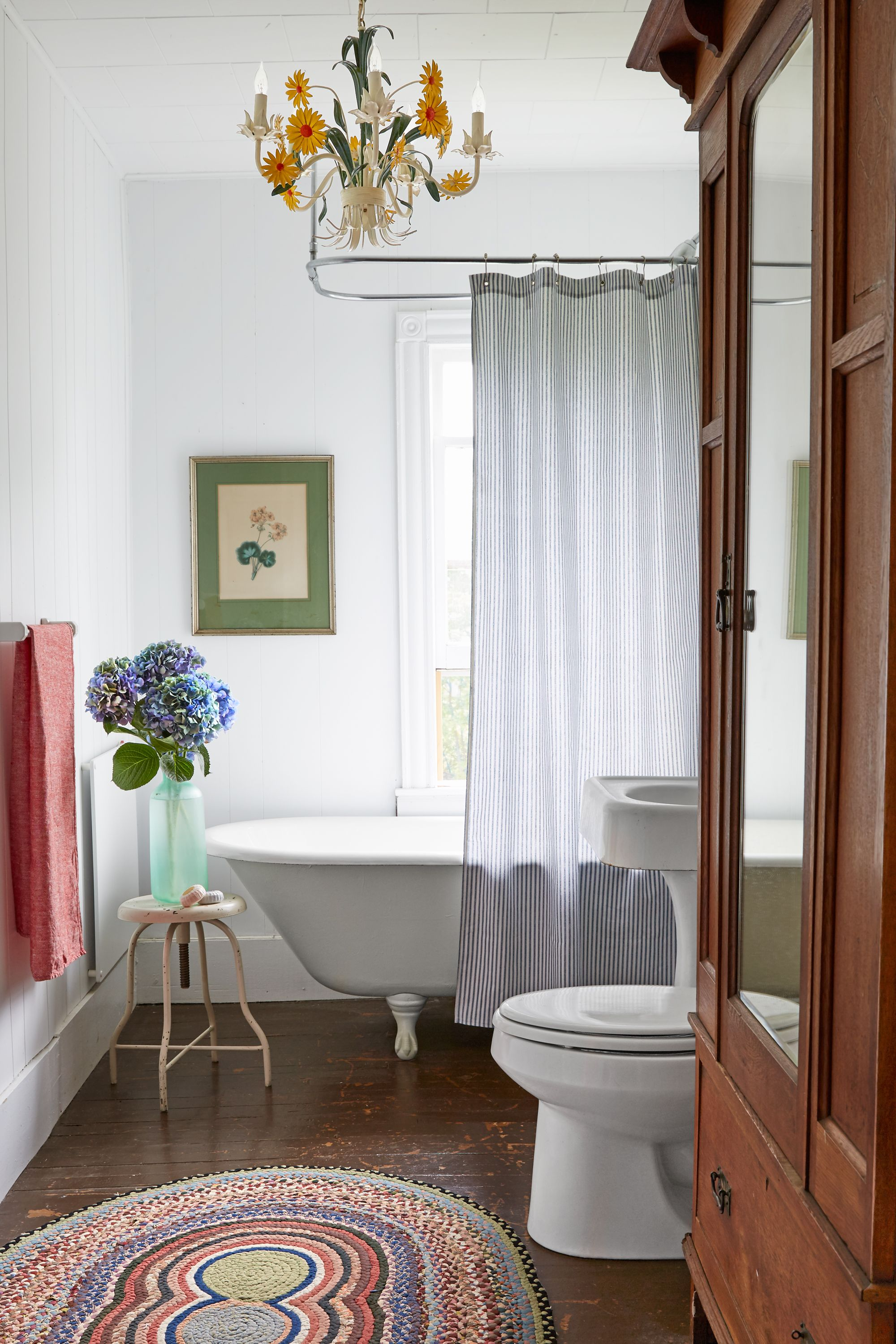 30+ Rooms That Perfectly Embody Farmhouse Style   Bathroom closet ...