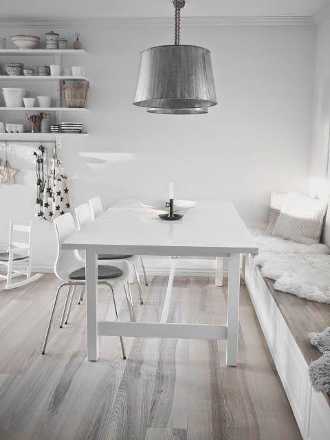 Una cocina blanca y gris con office n rdico deco - Cocina blanca y gris ...