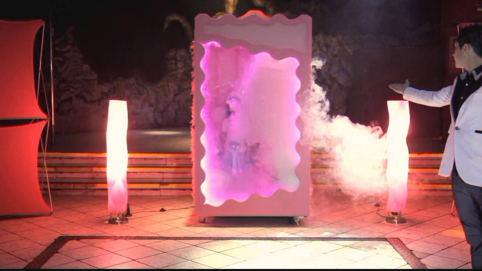 Como lo haría Barbie: En una caja de muñecas.http://www.quinceteens.com/4-sorprendentes-entradas-para-tus-quince/
