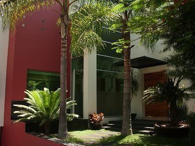 Casas jardines minimalistas fotos dise o de interiores for Diseno de jardines interiores