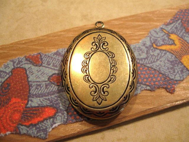 Oval Etched Locket from Trinity Brass in Antique Gold by beadbarnsupplies on Etsy