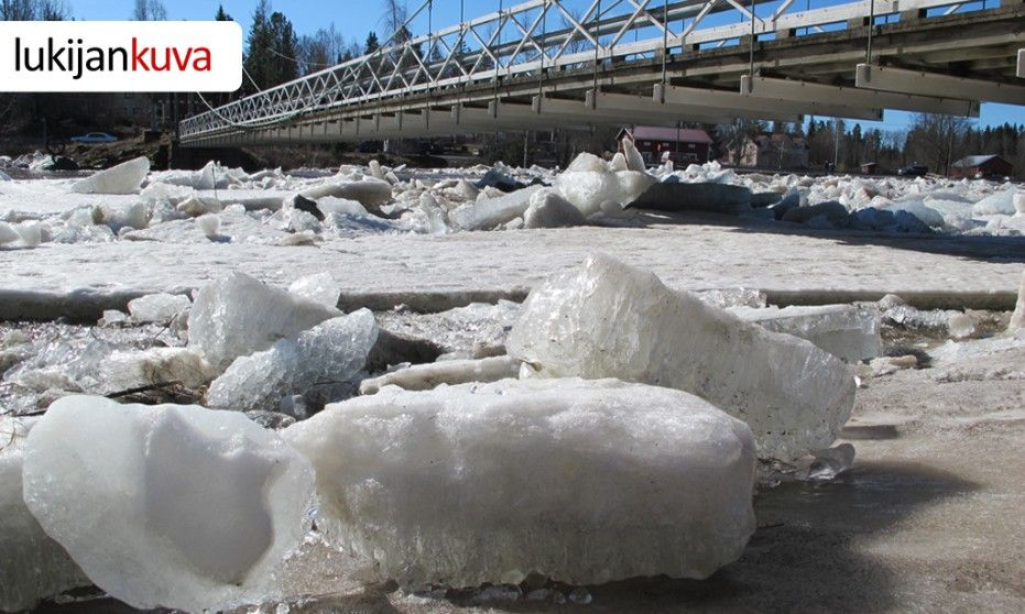 Kyrö river during the spring flood in Finland. Blocks of ice by Vähänkyrö bridge 19.4.2913. (Kuva: Matti Hietala.) Kuva: Matti Hietala. Copyright: MTV3 / Matti Hietala.