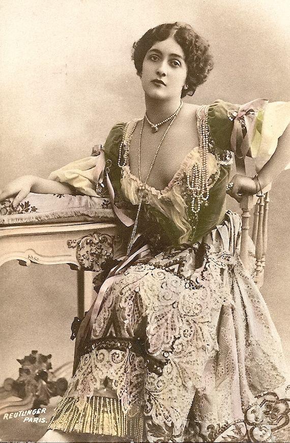1904 Womens Fashions Loose Women Art Nouveau Fashion