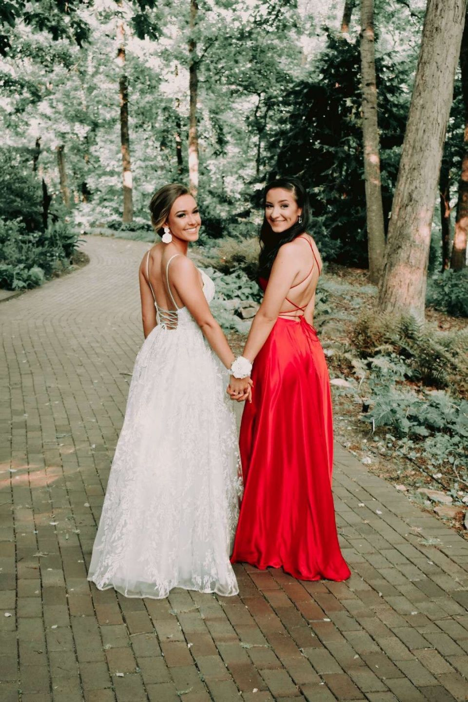 Images Marygracecromer Vsco Prom Picture Poses Prom Photoshoot Prom Photos [ 1440 x 960 Pixel ]