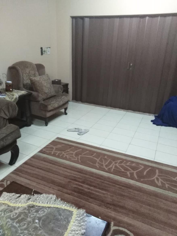 Pin By السفير السريع On اسعار شركة تنظيف بالدمام Contemporary Rug Home Decor Decor
