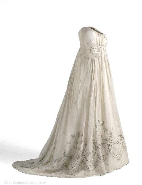 1800-05 white dress with silver embroidery From the Museo del Traje