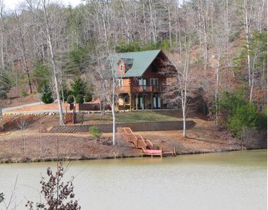 Costas Landing is a comfortable cabin in Lake Lure, NC