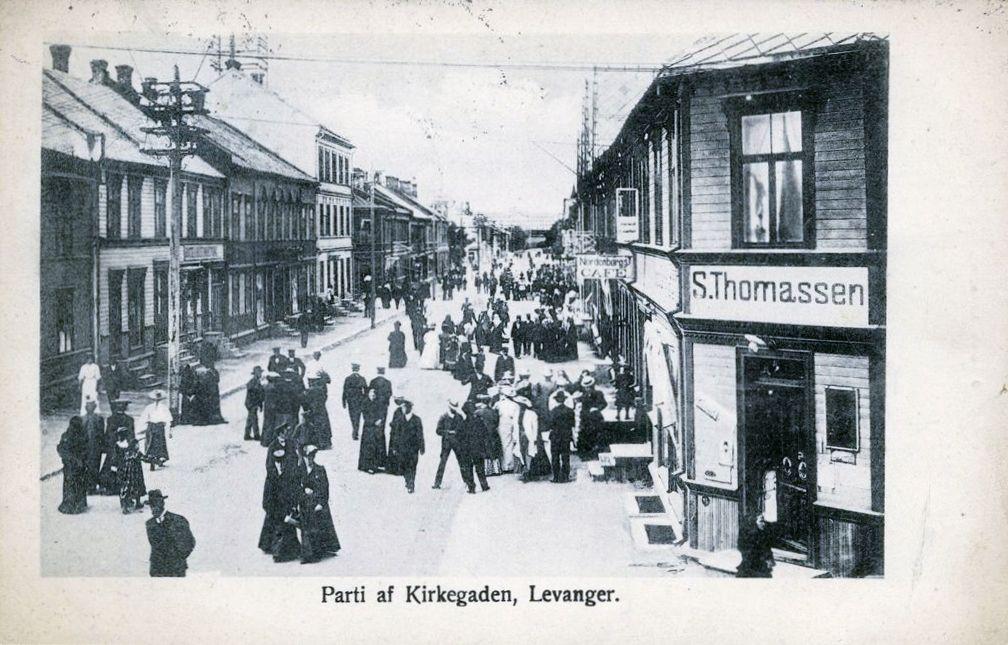 Nord-Trøndelag fylke Levanger parti af Kirkegaden Folkeliv Brukt 1908 Utg J. Larsen