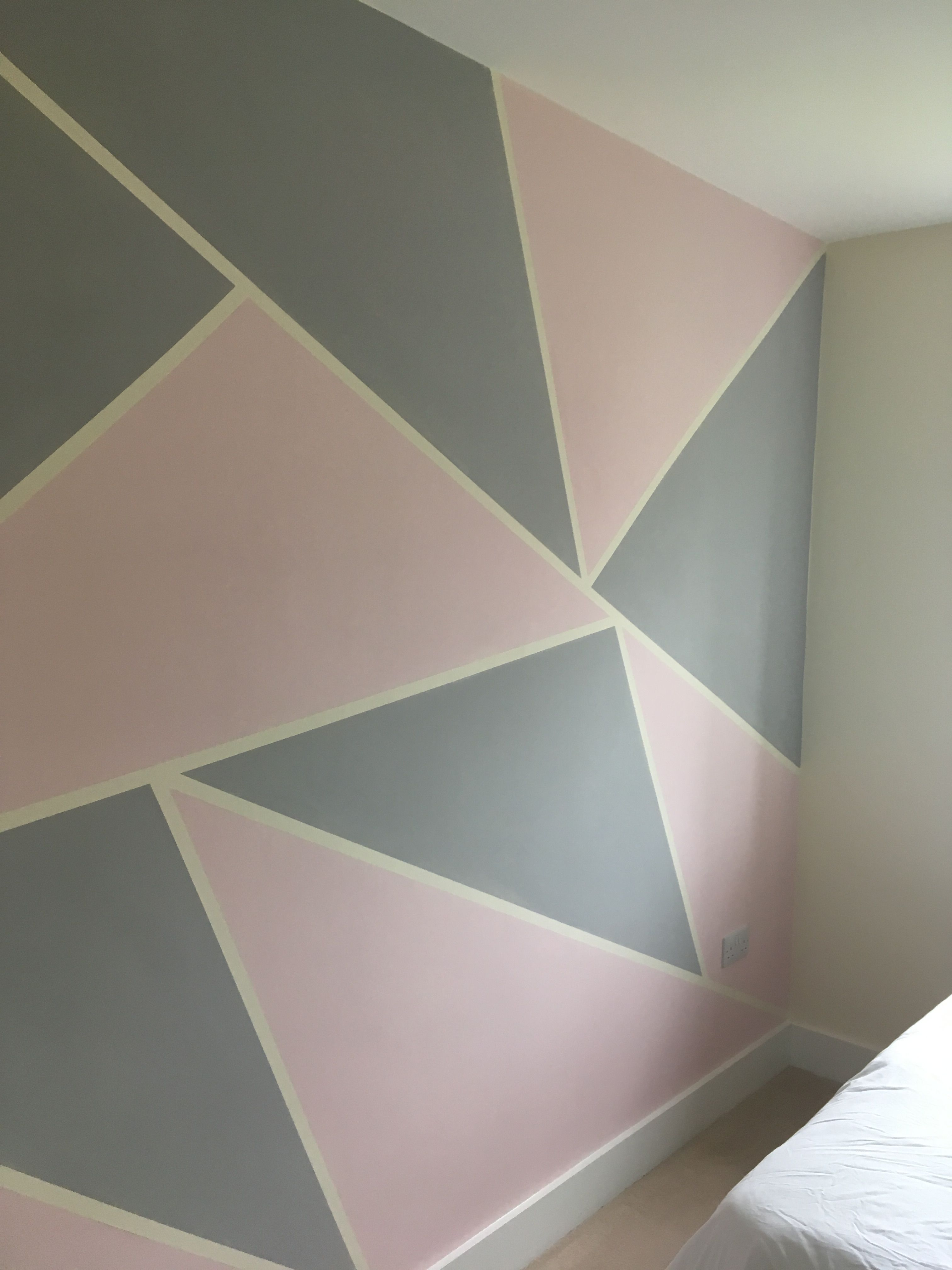 Using Masking Tape To Create A Feature Wall Cinza E Rosa