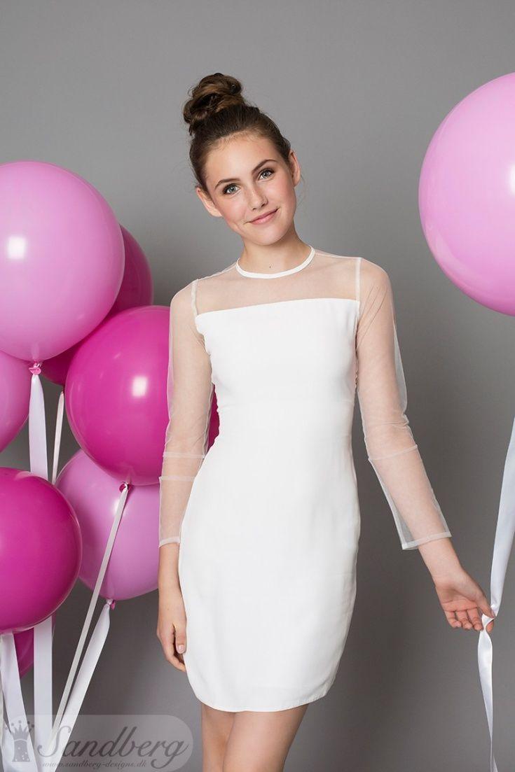 ae0aef66 Sandberg Designs konfirmationskjoler år 2017. Kjolen Dee, er en super smuk  og enkel kjole