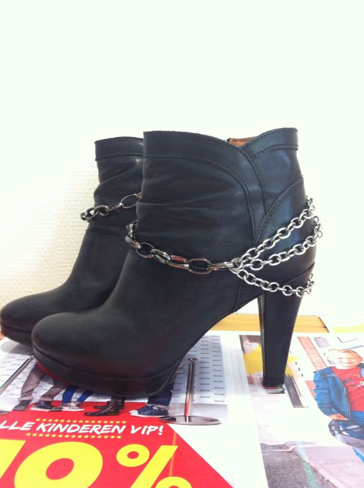 DIY chains on boots