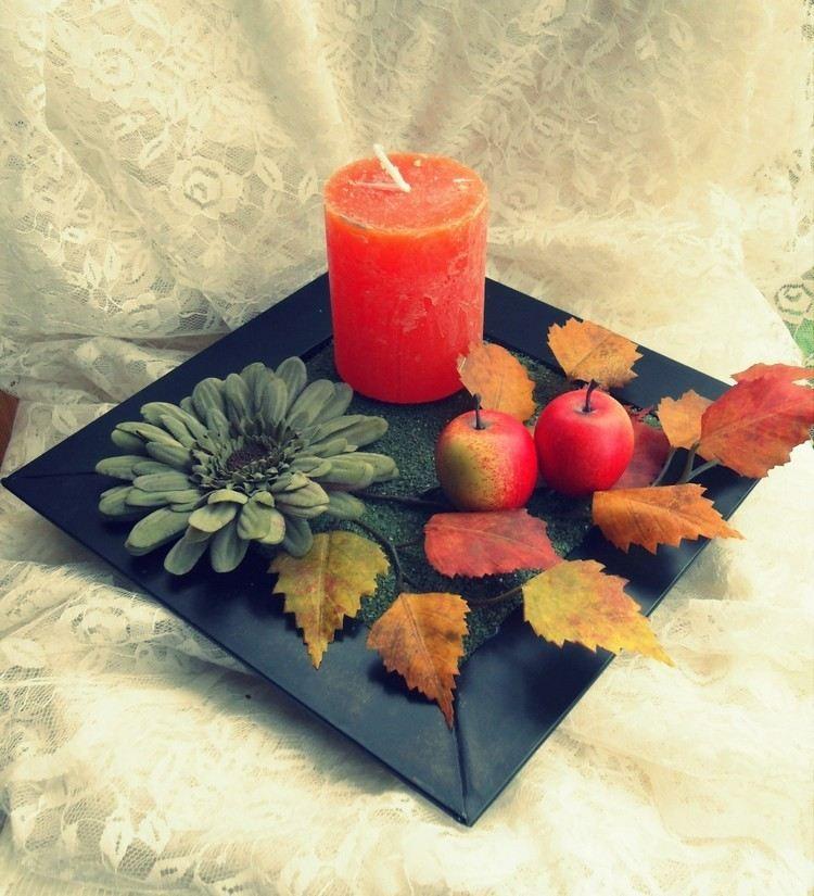 Kontrast zwischen Herbstfarben und Schwarz