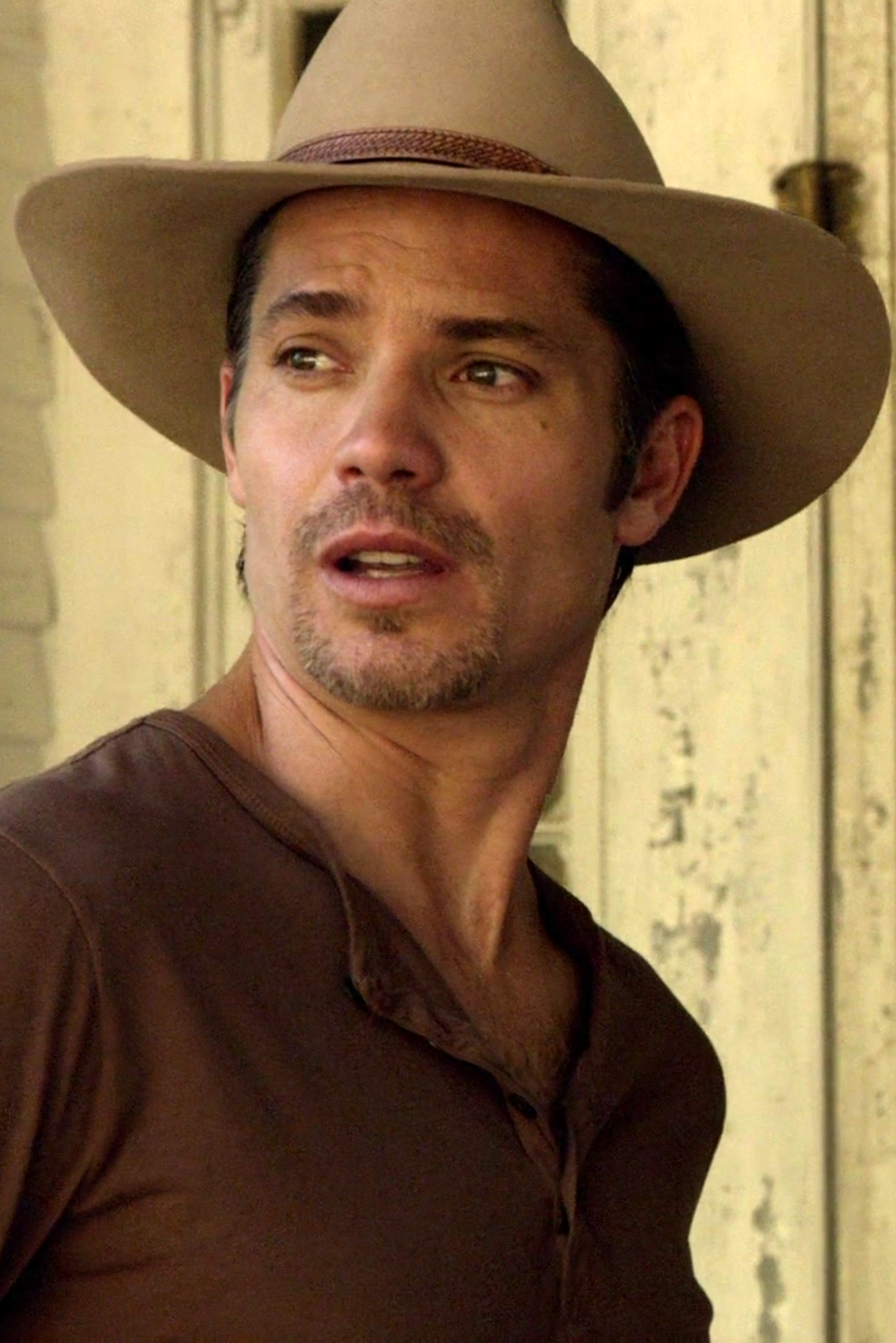 Timothy Olyphant as Raylan Givens in Justified Season 2 ...