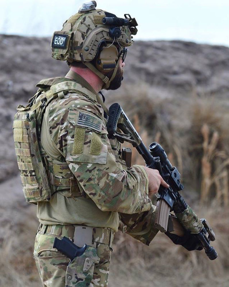 us army eod member during training follow my squad french_tactical