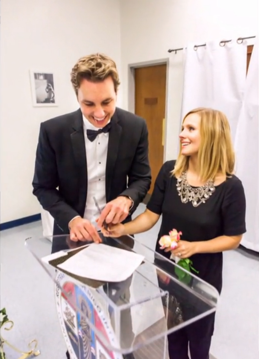 Kristen Bell And Dax Shepard S Wedding Pics Are Just As Cute As You D Expect Kristen Bell Wedding Kristen Bell And Dax Kristen Bell