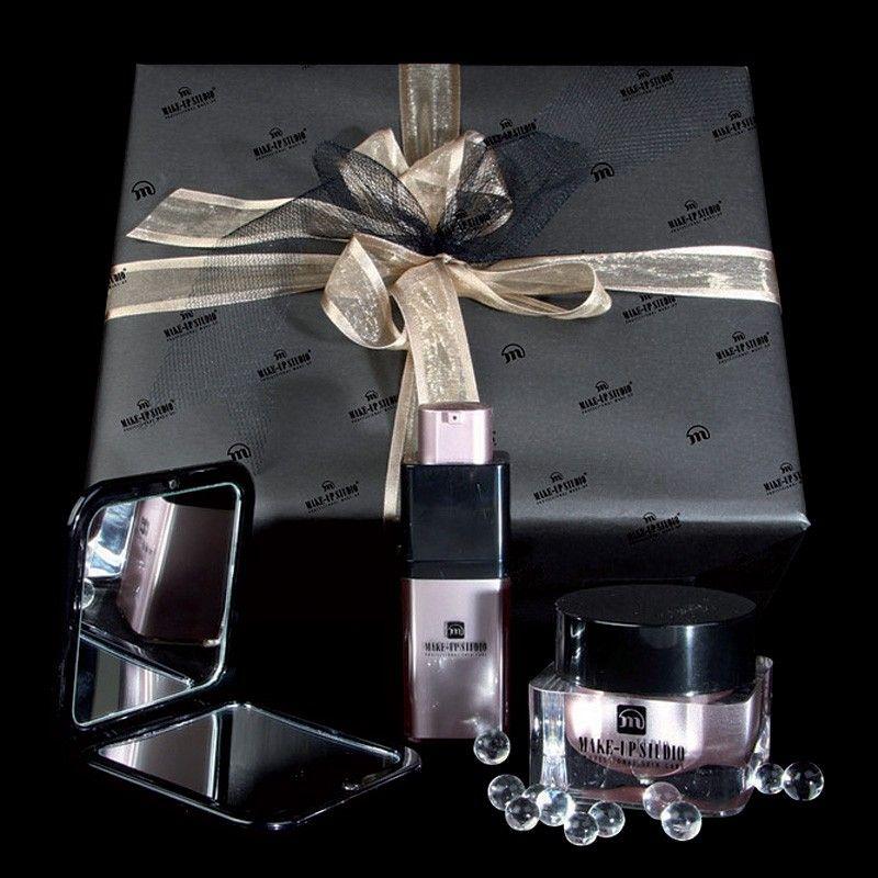 Prachtige giftbox bestaande uit een Ultra Moisturising Day Cream SPF15, Ultra Moisturising Eye Gel en luxe tas met spiegel. EUR64