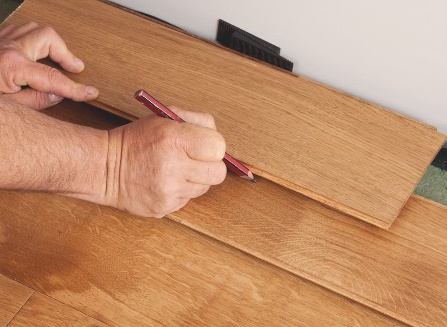 How To Lay Laminate And Wood Flooring Help Advice Diy At B Q