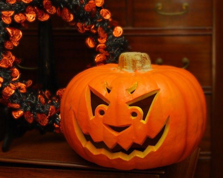 geschnitzer halloween k rbis mit b sem gesicht herbst. Black Bedroom Furniture Sets. Home Design Ideas