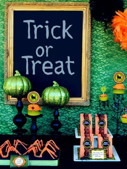 Chic, contemporary, fabulous green and orange Halloween party decor - halloween party decoration ideas