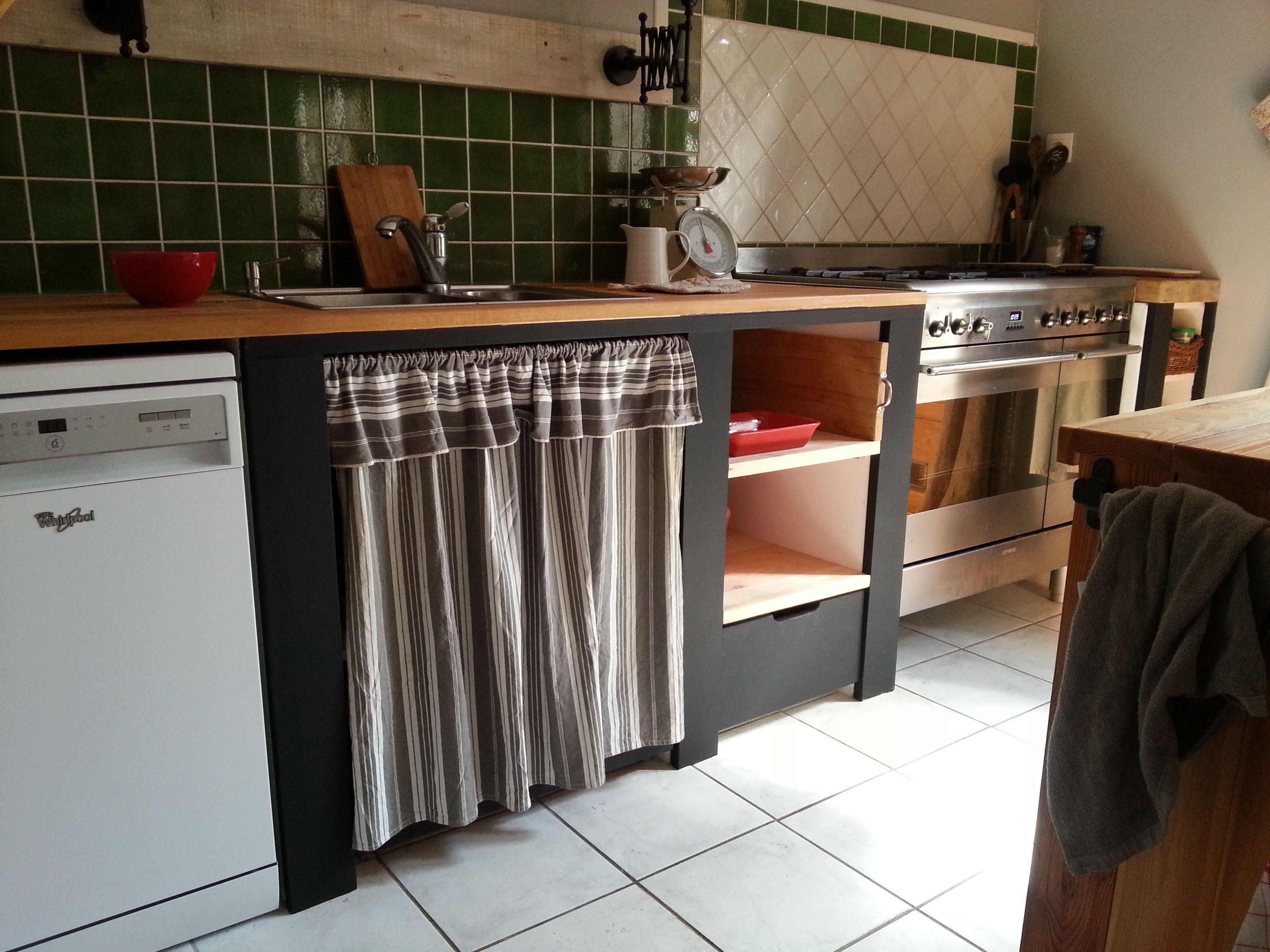 cuisine jambage en b ton cellulaire recouvert de planche. Black Bedroom Furniture Sets. Home Design Ideas
