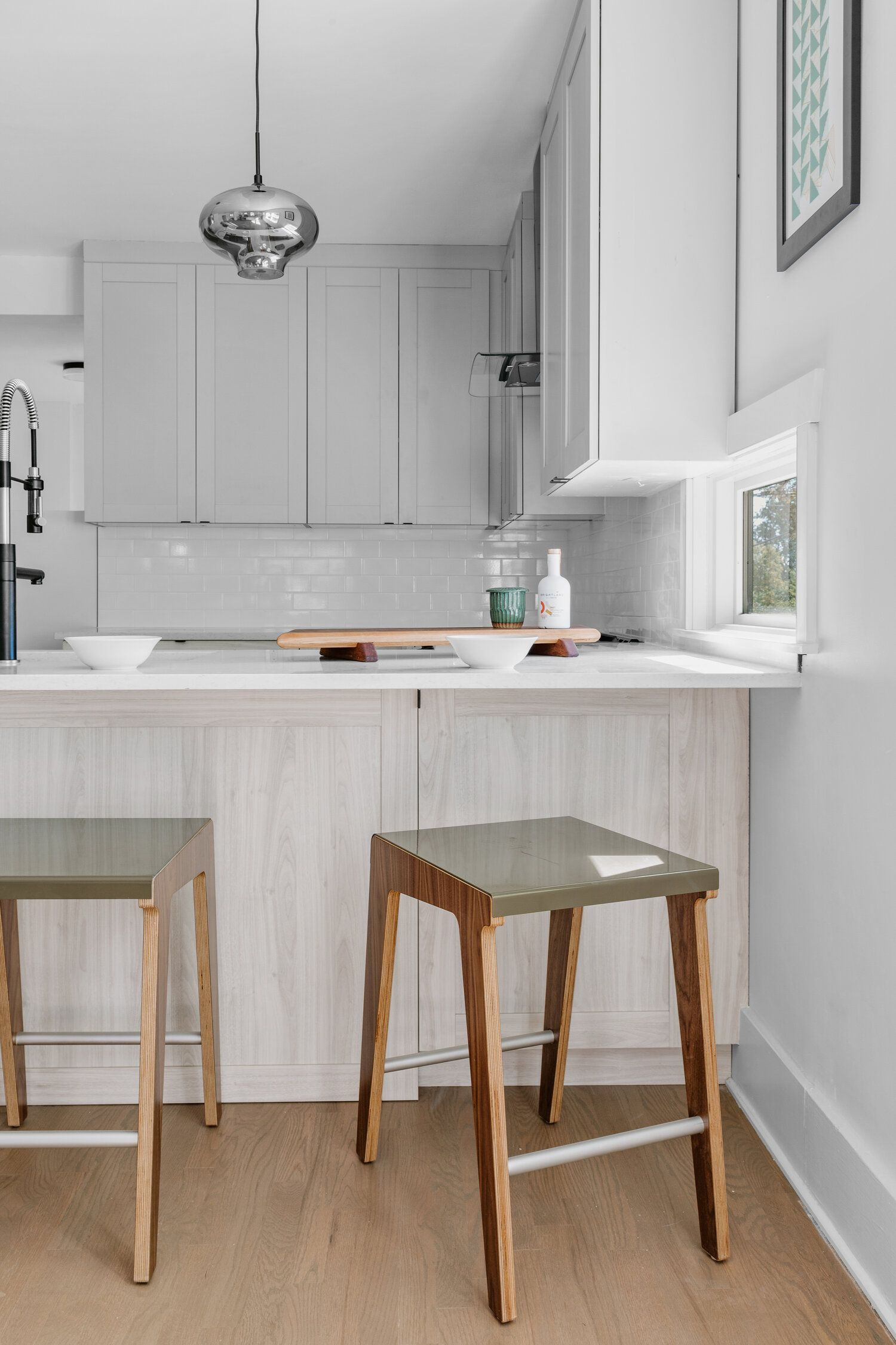 Download Wallpaper Freedom White Kitchen Stools
