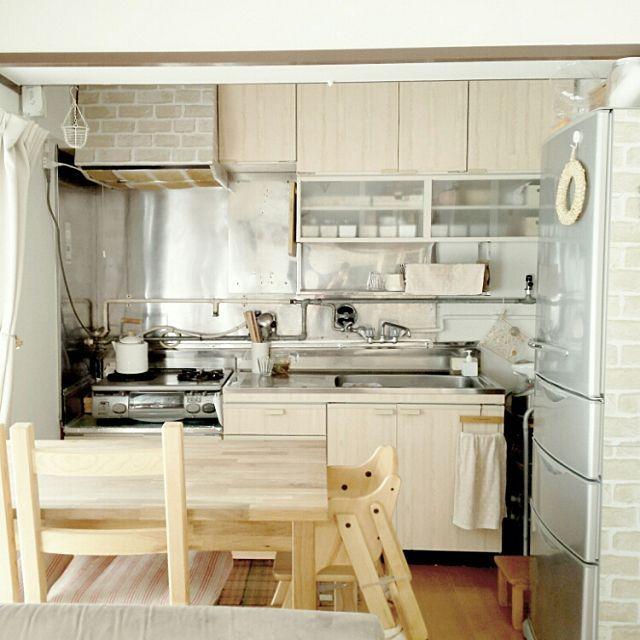 団地キッチンで シンプルライフを楽しむ 団地キッチン 居心地の良いキッチン 小さなキッチンのレイアウト
