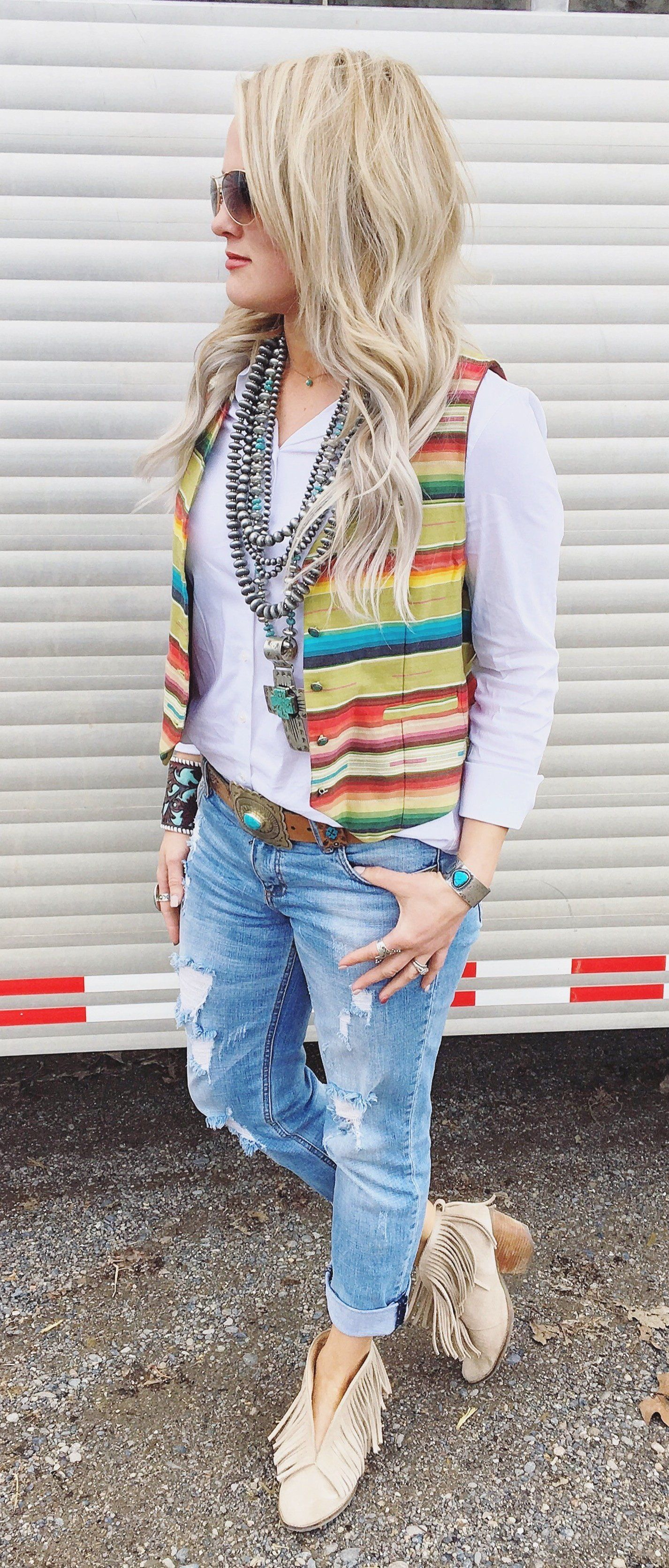 summer outfits Striped Vest + White Shirt + Ripped Jeans