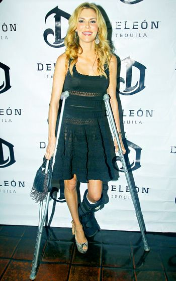 Lindsey Vonn Walks the Runway on Crutches at Go Red ...