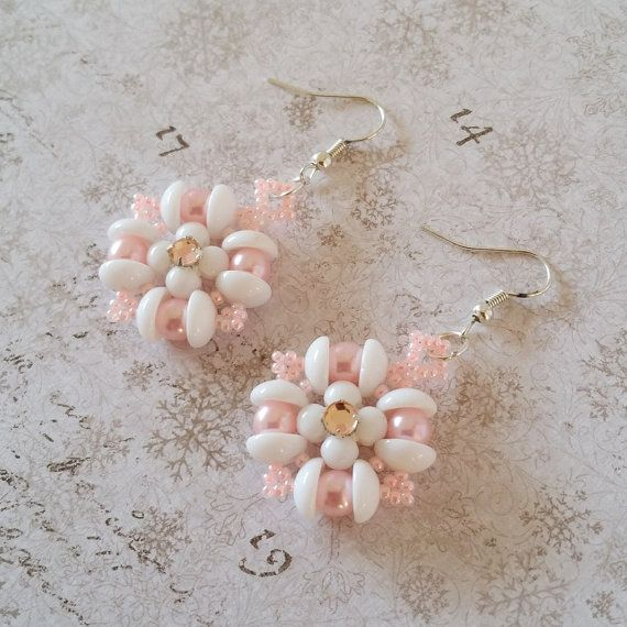 These Earrings are handmade with lots of love from my Angels Amore pattern. They messure 5cm, about 2 inch in total lenght. The flower is 3