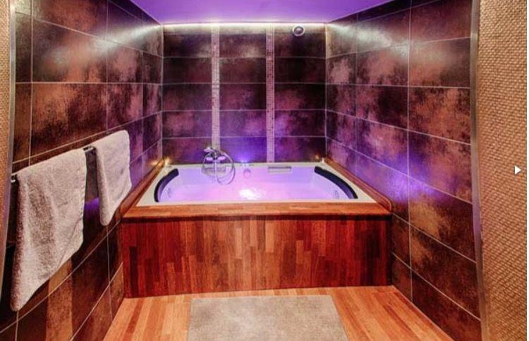 Voyage Oriental Un Concept Unique Pour Une Nuit Onirique Inoubliable Www Bednspa Com Jacuzzi Corner Bathtub Hotel