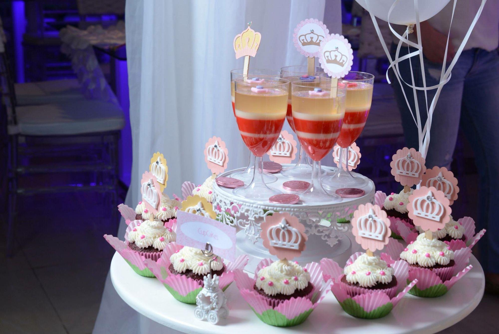 Gelatinas y cupcakes