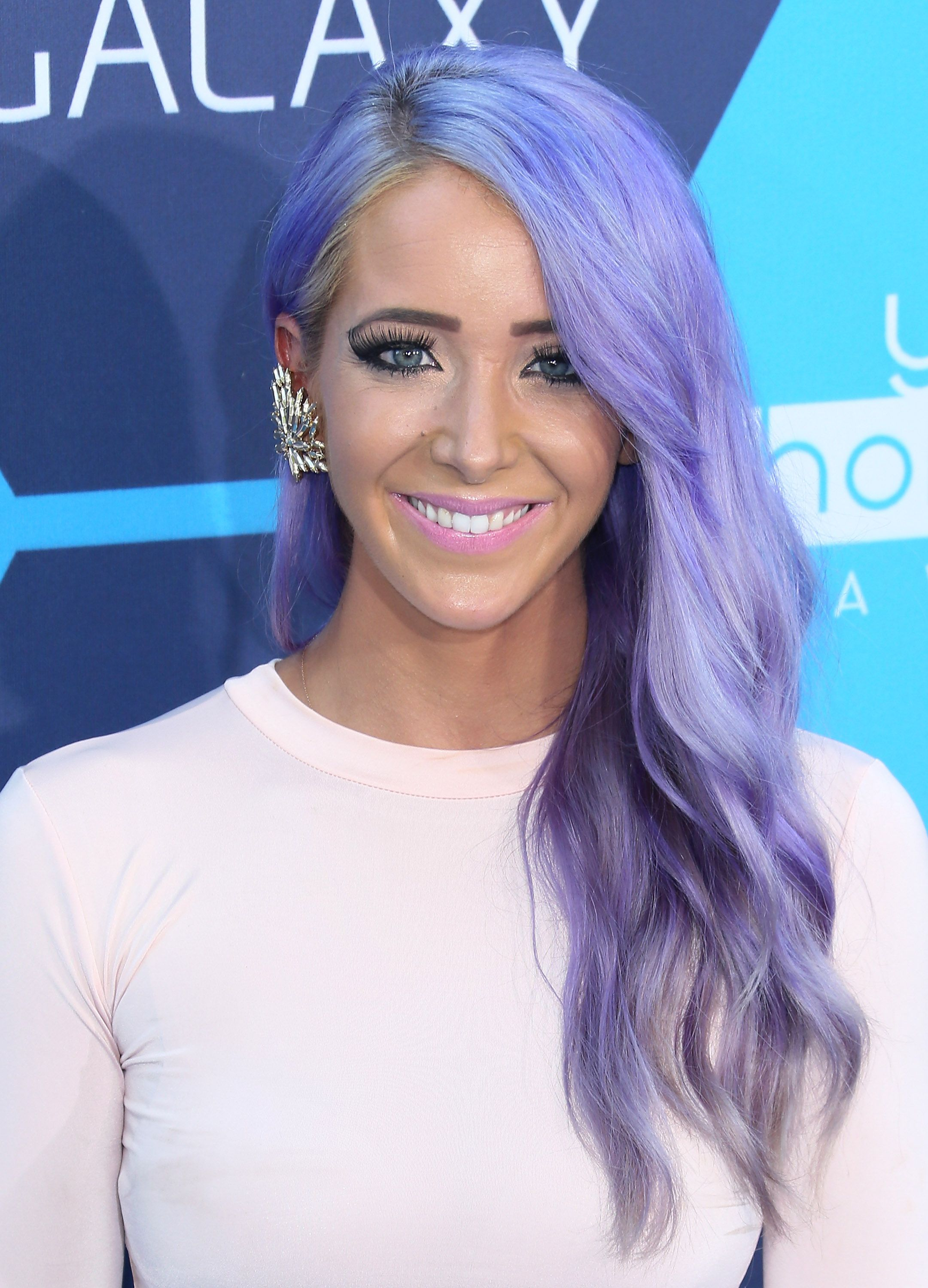 the best hair and makeup inspiration from the young hollywood