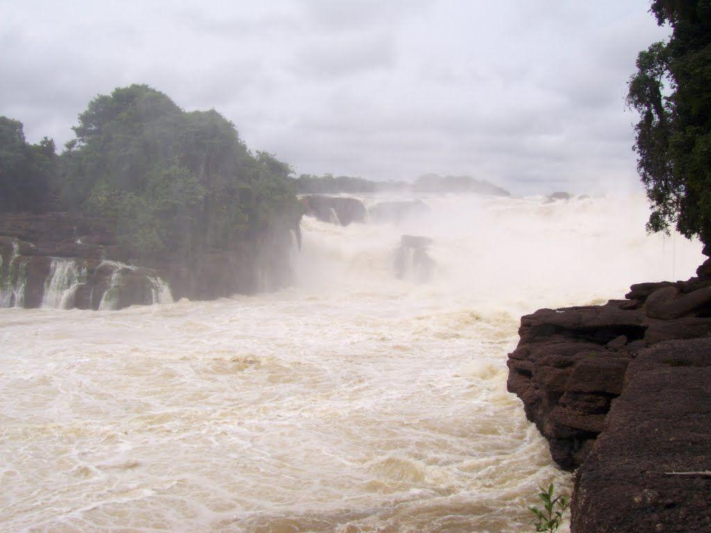 Raudal de JIRIJIRIMO rio Apaporis, corregimiento de Pacoa ...