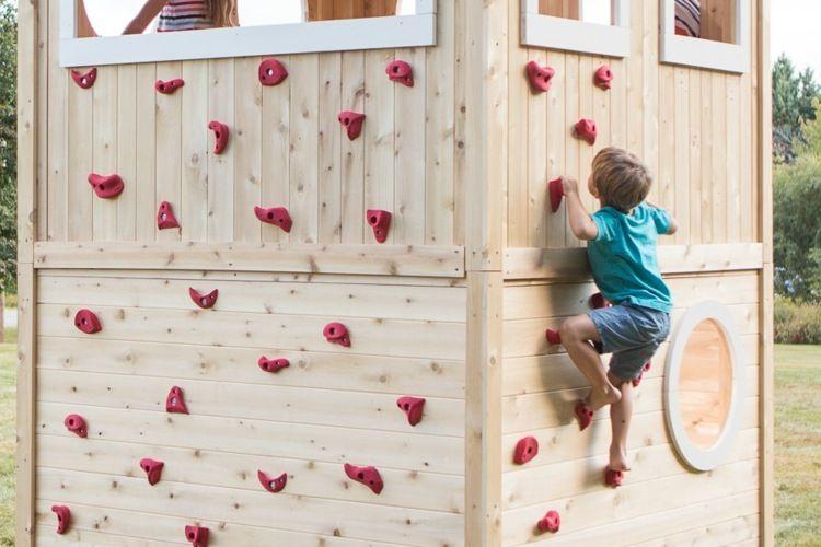 New Kinderspielhaus aus Holz mit Kletterwand coole Idee f r den Garten
