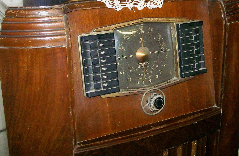 Vintage Zenith Radio. 1940s. Floor Model. Antique. $101.00, via Etsy.
