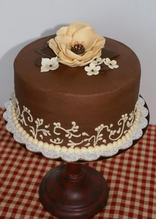 Chocolate Flowers Cake Decoration Telegraph : You have to see Flower scrolled chocolate buttercream on ...